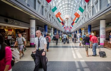 1200px-Chicago_Airport_-_ND0_5470